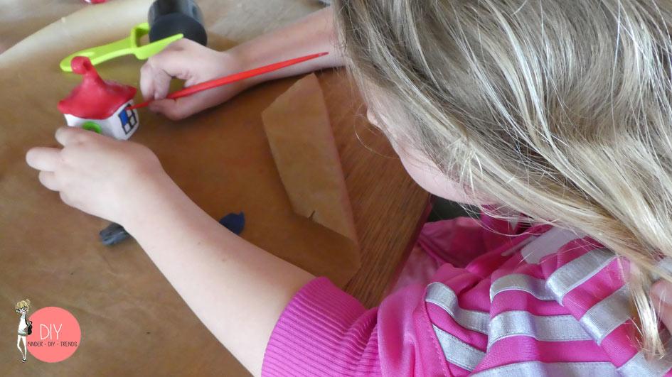 Kinder basteln mit Knete Wichtelhäuser