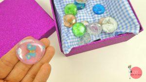 Cabochons in eine schöne Geschenkbox packen und verschenken