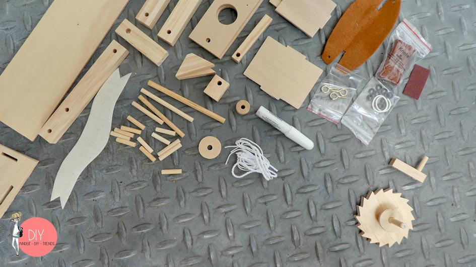 Holzbauset aus 40 Teilen Trebuchet von Leonardo da Vinci aus dem moses. Verlag und GEOlino