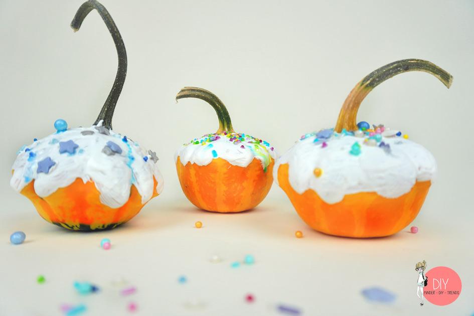 Deko im Herbst basteln: DIY Kürbis Cupcakes oder Muffins mit Streusel