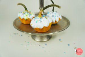 Dekoidee und Bastelidee im Herbst mit Kindern: Kürbis Cupcakes