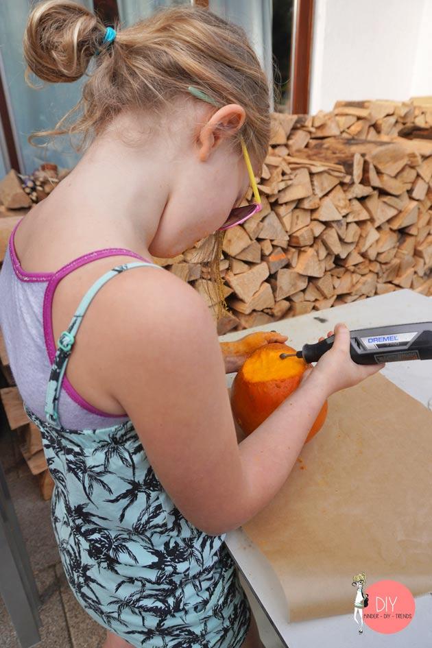 Mädchen ans Werkzeug! Mit dem Dremel Kürbis schnitzen für Kinder.