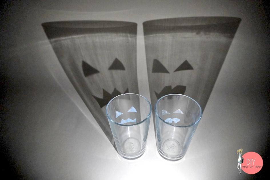 Lichtbrechung mit Taschenlampe sieht anders aus - Halloween Physik Experiment