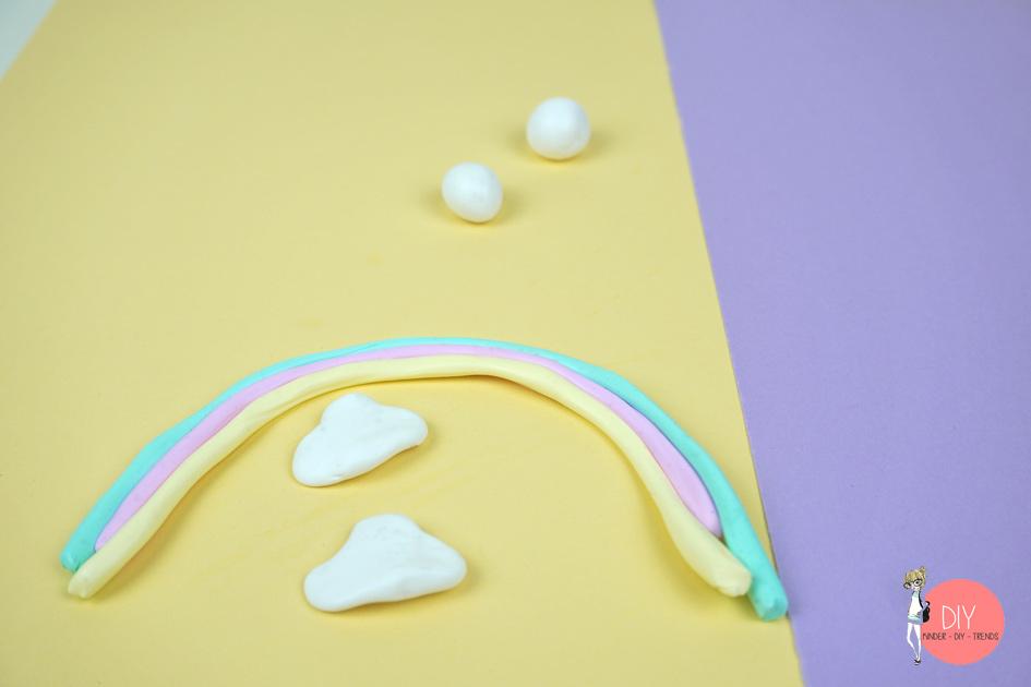 Schritt für Schritt Anleitung Kawaii Regenbogen Wolke Anhänger für eine Freundschaftskette
