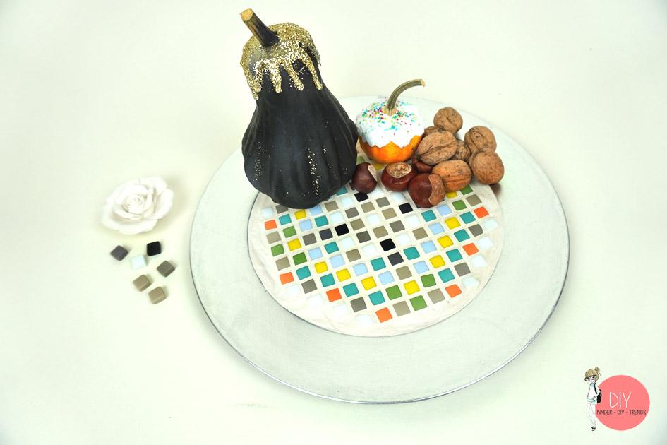 Dekoschale selber basteln mit Mosaiksteinen und Fugenmasse