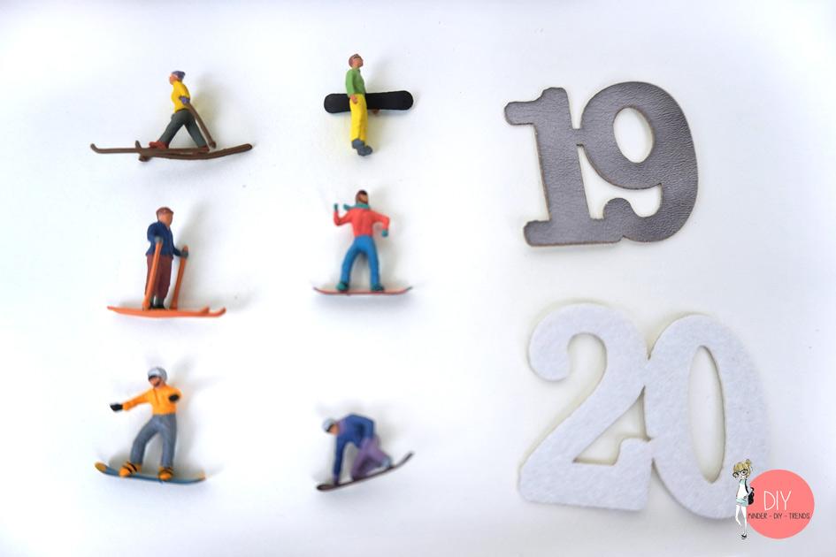 Miniaturfiguren und Zahlen für den Adventskalender