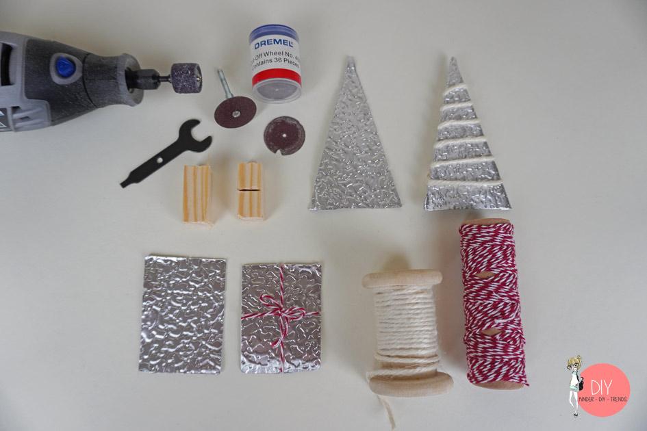 Weihnachtliche Motive aus Blech sägen