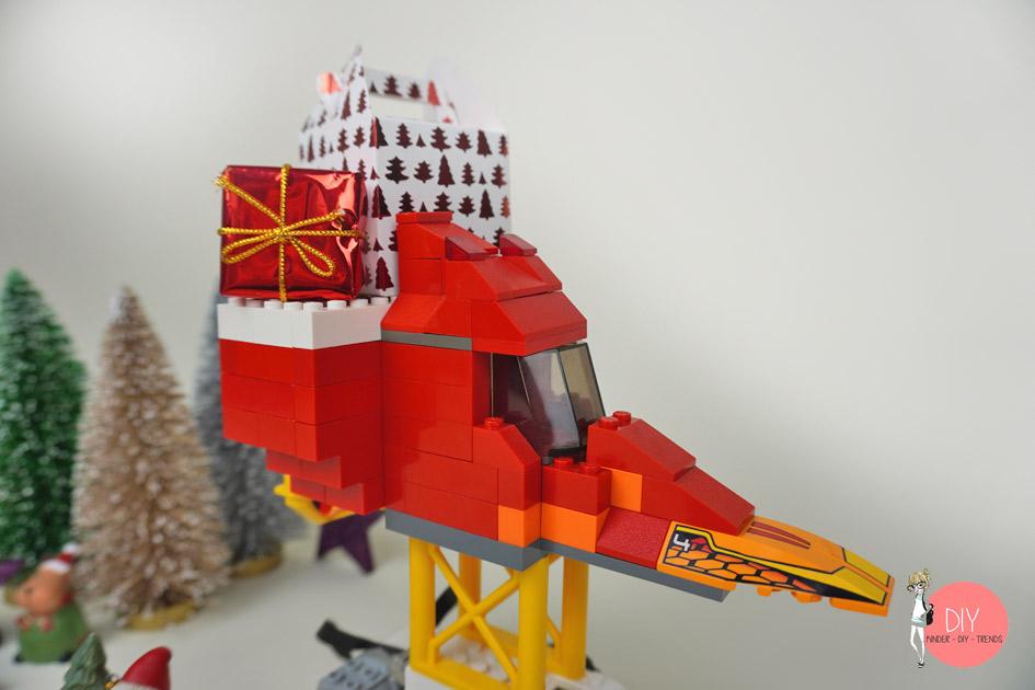 Nikolausschlitten Rennauto aus LEGO mit Roboter Fahrgestell