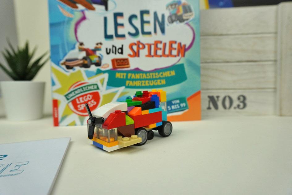 LEGO Box mit AMEET Rätselbuch und Block, sowie LEGO Steinen