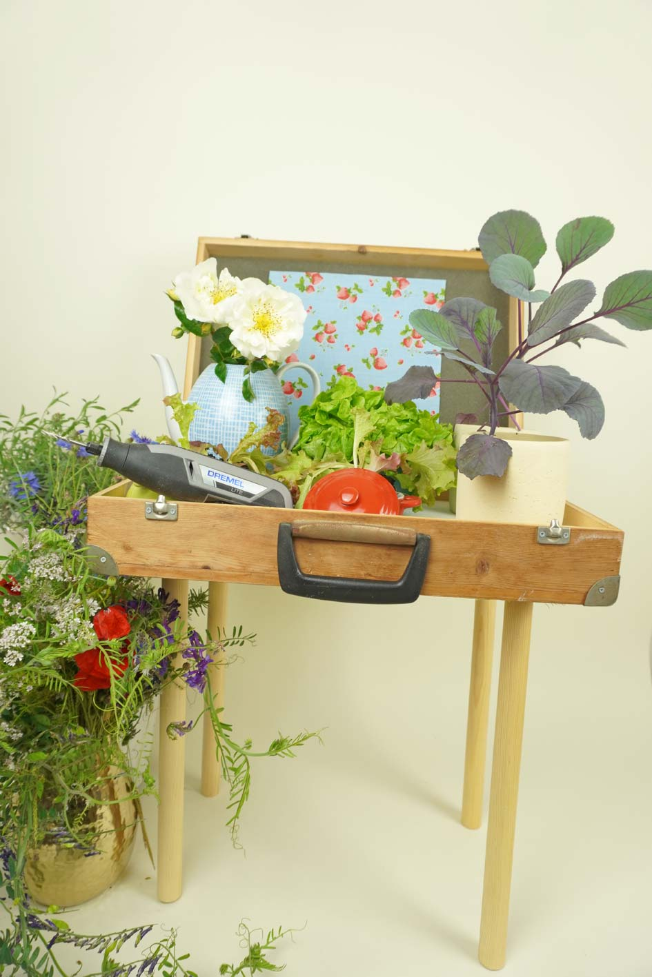 Pflanztisch: Upcycling aus einem alten Koffer, DIY mit Holz und Dremel Lite