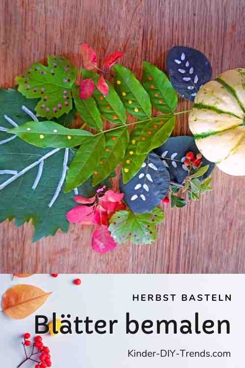 Blätter Mandala mit bemaltem Herbstlaub