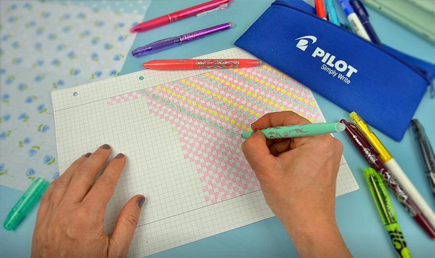 Muster zeichnen auf Buchumschlag für Schulbücher