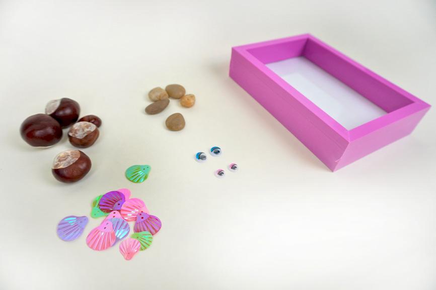 Material für die Kastanienfamilie: Kastanien, Bilderrahmen, Wackelaugen, Steine, Streudeko