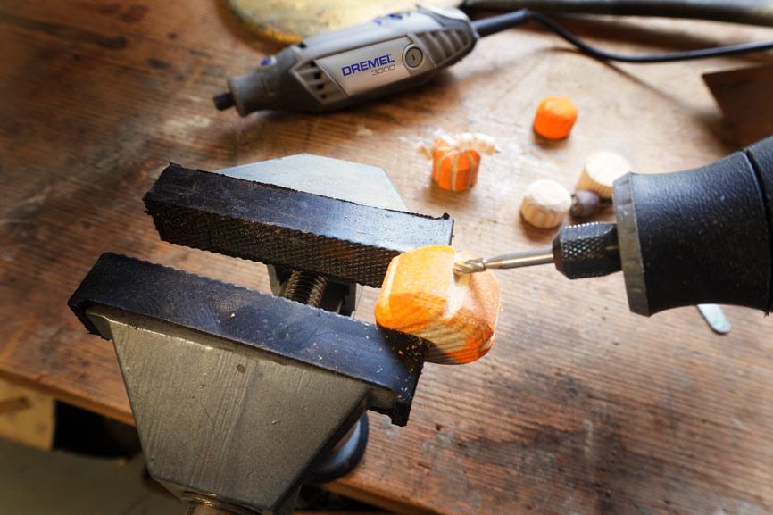 Holz Kürbis schnitzen und fräsen mit Dremel Lite. Holz fräsen mit Dremel Lite Fräsmesser. Anleitung