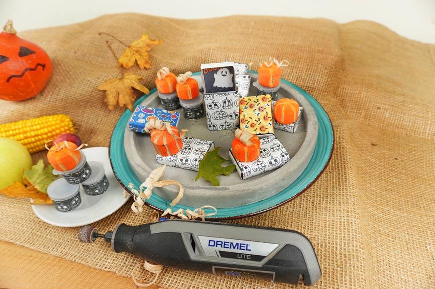 Holz Kürbis schnitzen und fräsen mit Dremel Lite. Halloween Geschenke süßes oder saures Mitgebsel selber machen mit Vorlagen von Kinder-DIY-Trends