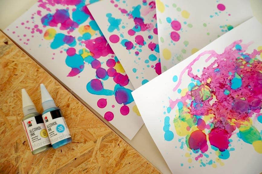 Malen mit Alcohol Ink - Maltechniken ausprobieren mit Kindern. Geschenkidee für Weihnachten