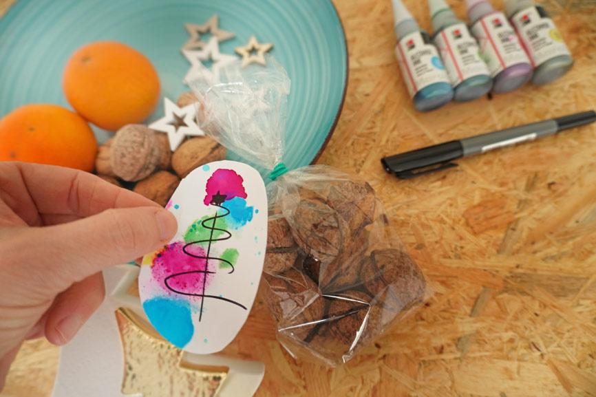 Malen mit Alcohol Ink - Effekte malen und Karte oder Anhänger gestalten - Anleitung