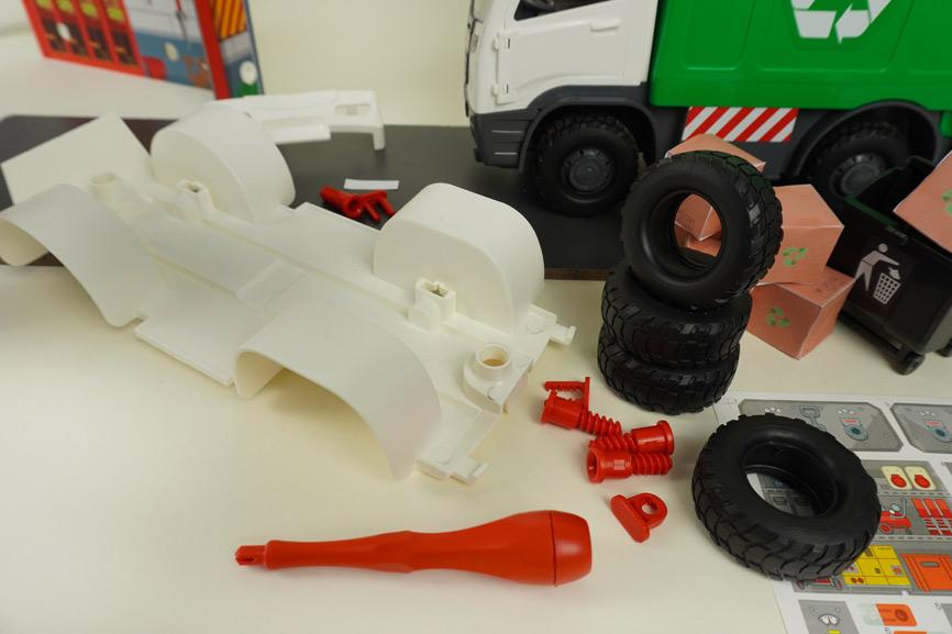 Revell Modellbau für Kinder: Fahrzeugteile zusammenbauen