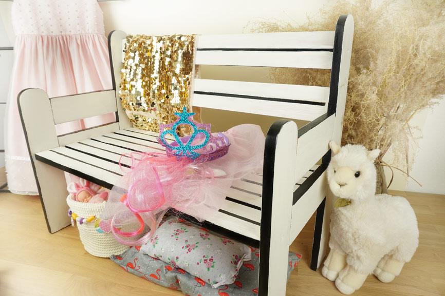 Holzbank Upcycling: Möbel für das Kinderzimmer neu gestalten - nachher