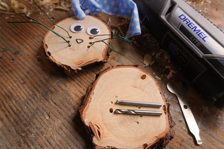 Holzscheibe Osterhase basteln im Hygge Stil - Löcher bohren