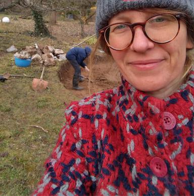 DIY Bloggerin Iris an der Feuerstelle