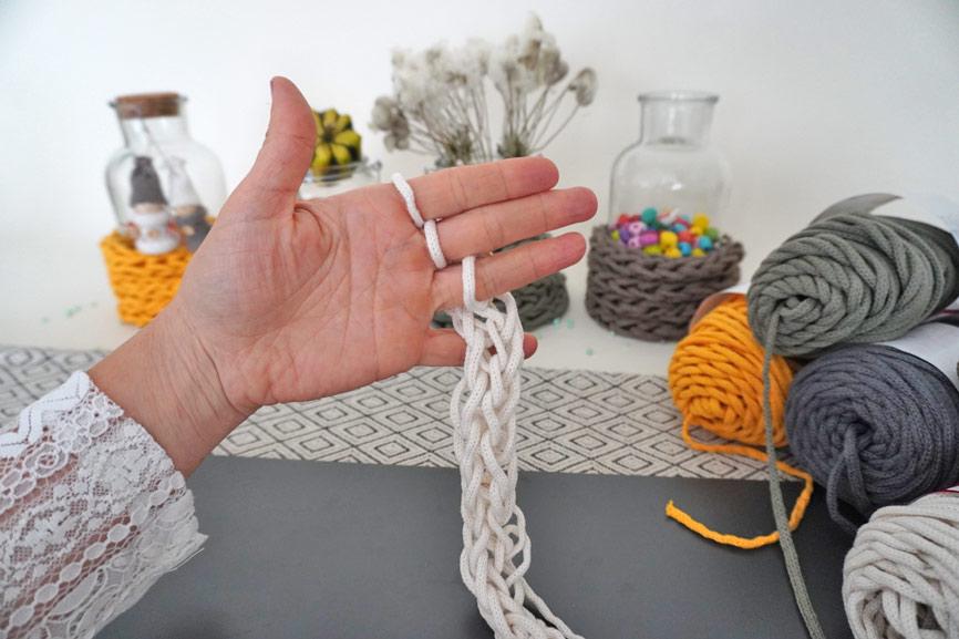 Fingerstricken Handarbeit für Kinder und Jugendliche