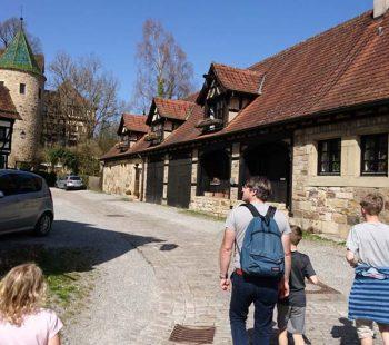 Ausflug mit Kindern durch das mittelalterliche Dorf Bebenhausen