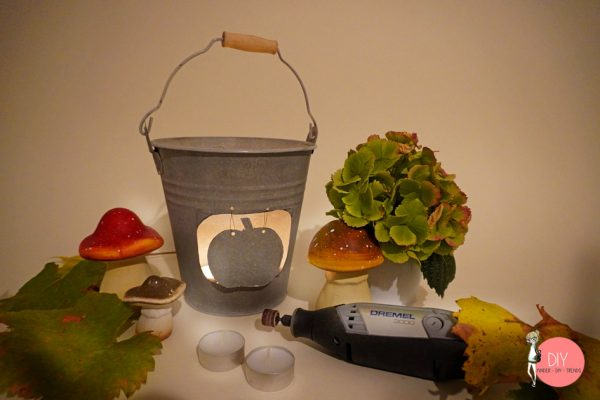 Bastelidee für den Herbst oder Halloween: Dekolicht aus einem Eimer basteln