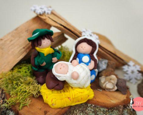Maria und Josef mit Jesus in der Krippe - DIY Krippe