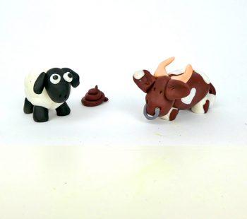 Mit Knete modellieren können Kinder schon ab 6 Jahren - Schaf & Stier kneten