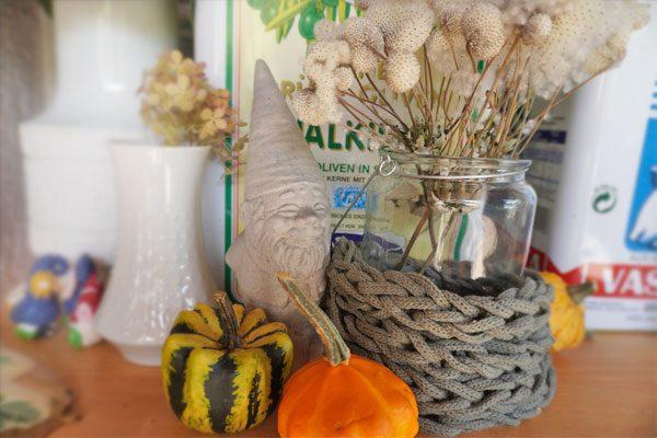 Deko im Hygge Stil selber machen - Herbstdeko mit Fingerstricken