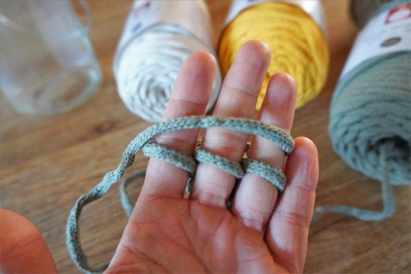 Querfaden beim Fingerstricken - Maschen stricken