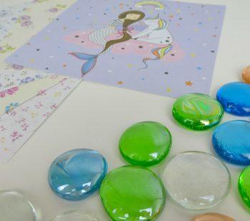 Material für die Bastelidee Glassteine Cabochons Deko mit Musterpapier bekleben