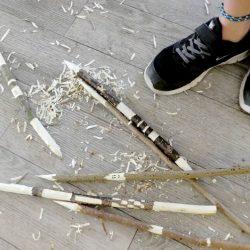 Schnitzen mit Kindern - wir bearbeiten Holz mit dem Schnitzmesser