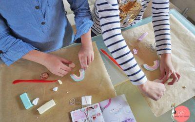 Kinder in Feinmotorik fördern: Mit kneten und modellieren