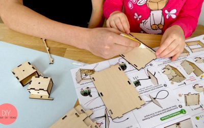 Kinder-DIY-Trends-LEGO-WeDo-Kreative-Förderung-Holzbausatz-kleben