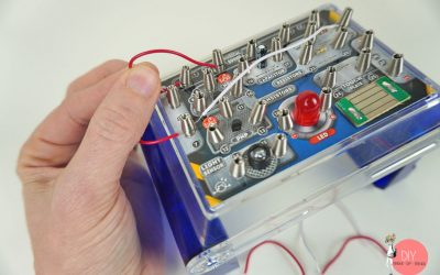 Kabel anklemmen und Stromkreis bauen - erste Schaltung für Anfänger bauen
