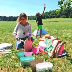 Spielen und Picknick im Grünen