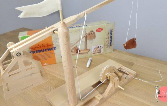 Trebuchet von Leonardo da Vinci ist ein Katapult als Holzbausatz für Kinder