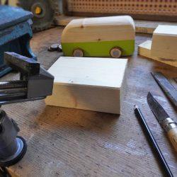 Onlinekurs Kreativkurs Schnitzen VW Bulli Bus T1 - Räder aus Holzscheiben basteln, Anleitung