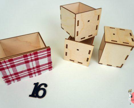 Holzschubladen für Adventskalender mit Stoff bekleben
