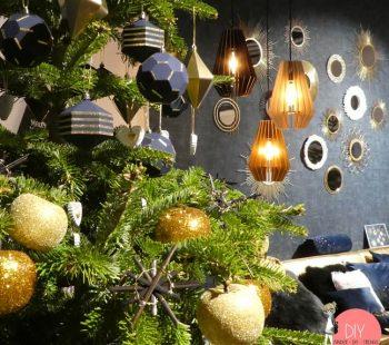 DIY Weihnachtsbaum Deko aus Glitzer und Holz
