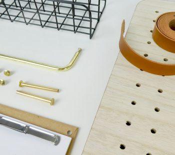 Stifte, Pins, Lederband, Gitterbox und Notzizettel für die pin und peg Pinnwand