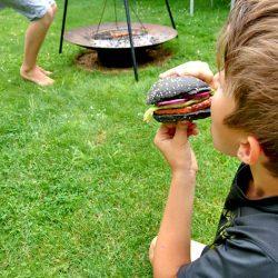 Reinbeißen und genießen! Schland Burger vom Grill