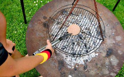 Grillen passt in den Sommer - BBQ Burger