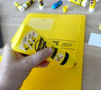 Material für das back to school Upcycling mit UHU
