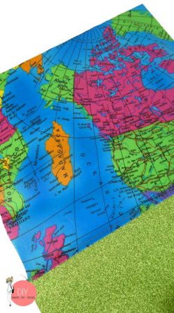 Glitzerstoff in grün und Wachstuchstoff Landkartenmuster zusammen nähen