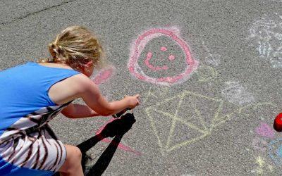 cropped-Kinder-DIY-Trends-MIFUS-Wasserbomben-Challenge-Sprühkreide.jpg
